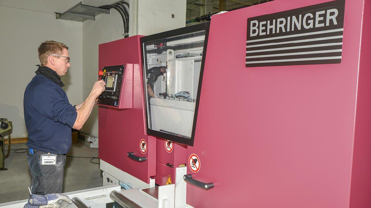 Behringer Bandsägeautomat HBE321A Dynamic beim Sägen von Tantal bei H.C. Starck in Hermsdorf