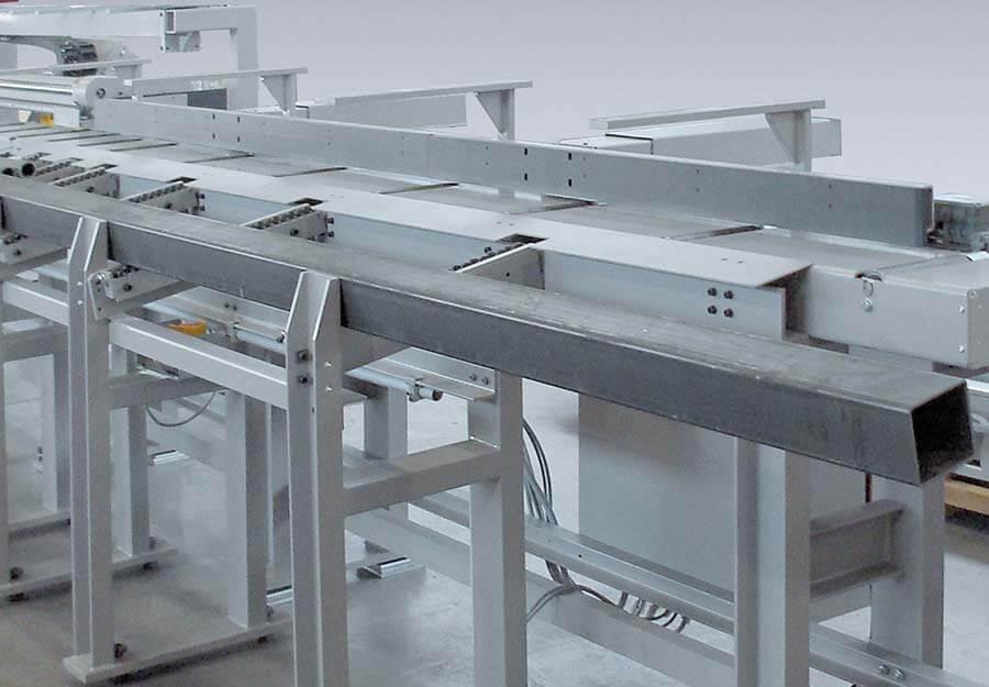 Behringer Eisele HCS Metallkreissägeautomat mit Abfuhrrollenbahn und Abschiebeeinheiten für längere Abschnitte