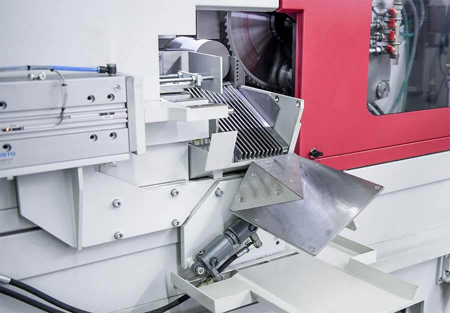 Behringer Eisele HCS Metallkreissägeautomat Sortierweiche zur Trennung von Anschnitten und kurzen Abschnitten