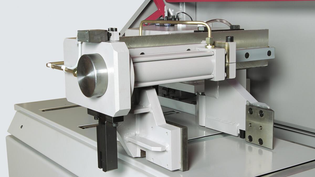 Behringer Eisele Unterflur-Kreissägeautomat PSU 450 A Nachschubgreifer zur Positionierung des Ausgangsmaterials