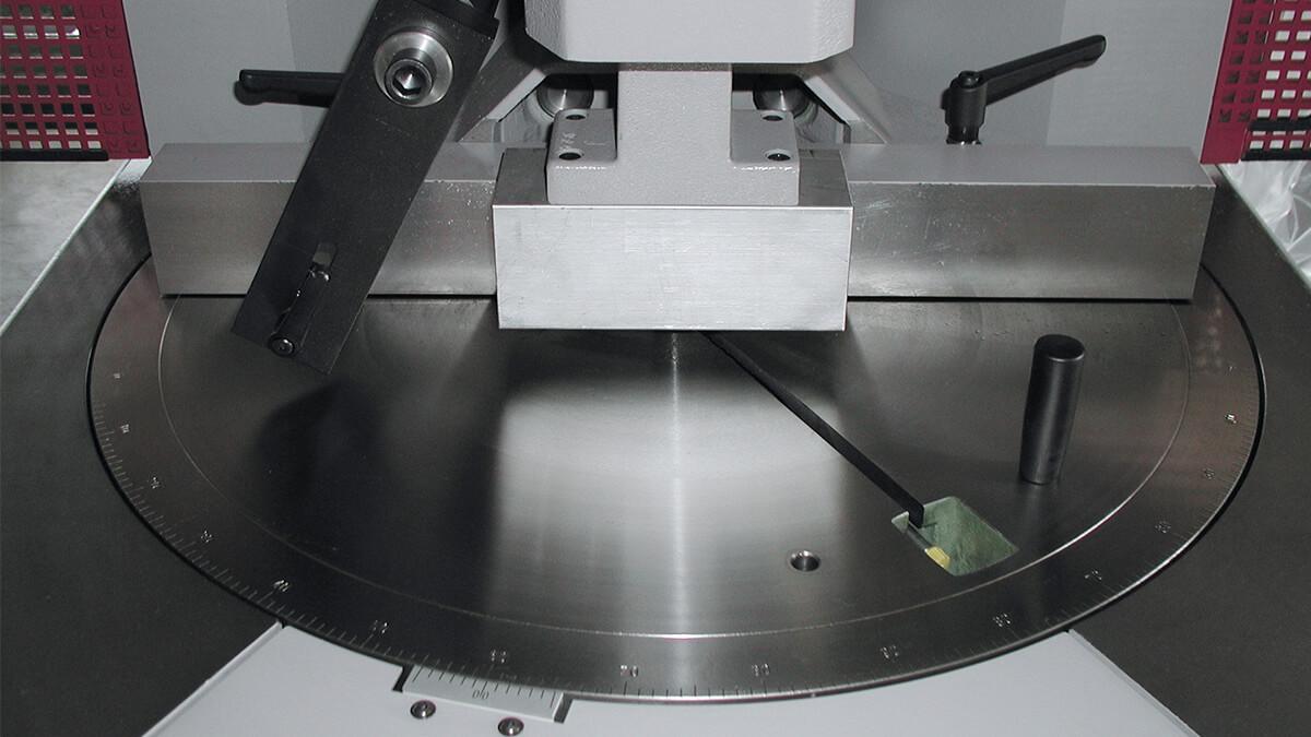 Behringer Eisele Unterflursäge PSU 450 H Materialtisch mit Gehrungseinstellung