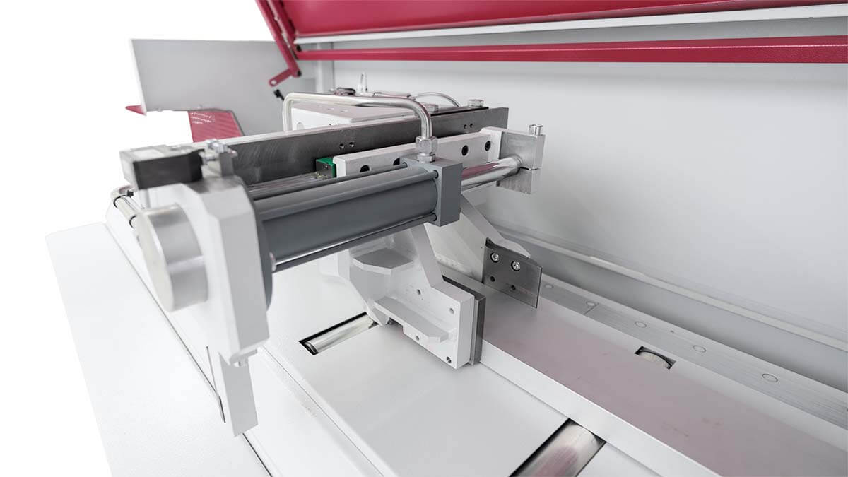 Behringer Eisele Unterflur-Kreissägeautomat PSU 450 M Nachschubgreifer zur Positionierung des Ausgangsmaterials