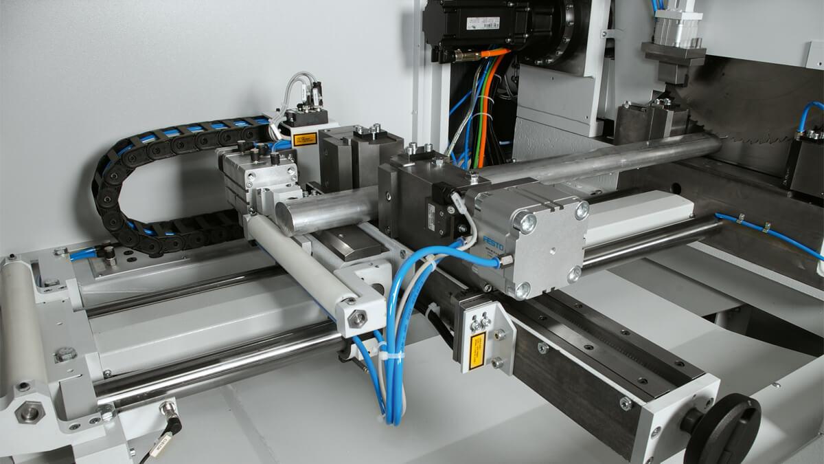 Behringer Eisele Aluminiumsäge VA-L 560 NC2 Nachschubgreifer zur Positionierung des Ausgangsmaterials