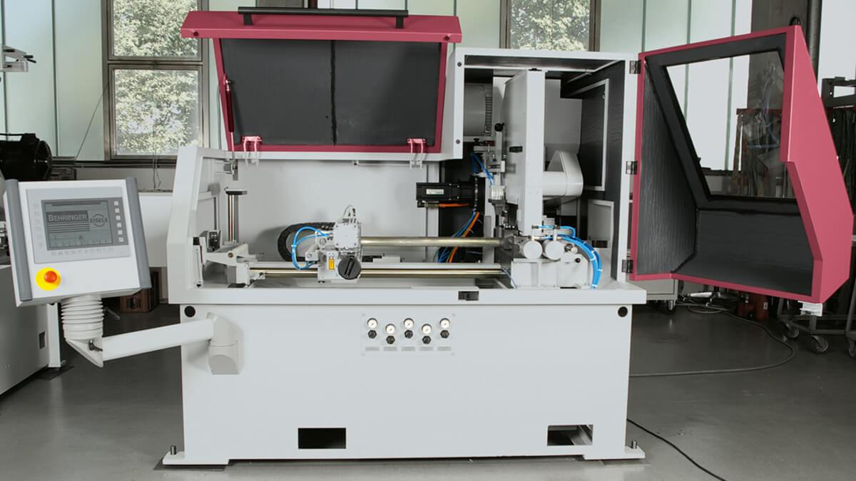 Behringer Eisele Aluminiumsäge VA-L mit großflächig öffnender Maschinenverkleidung für beste Zugänglichkeit