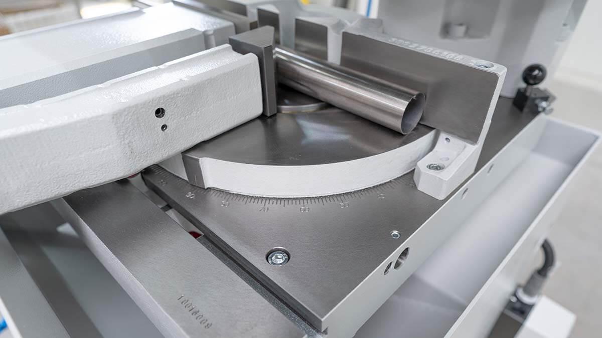 Behringer Eisele Vertikal-Metallkreissäge VMS 350 PV Skala zur Anzeige des Gehrungswinkels